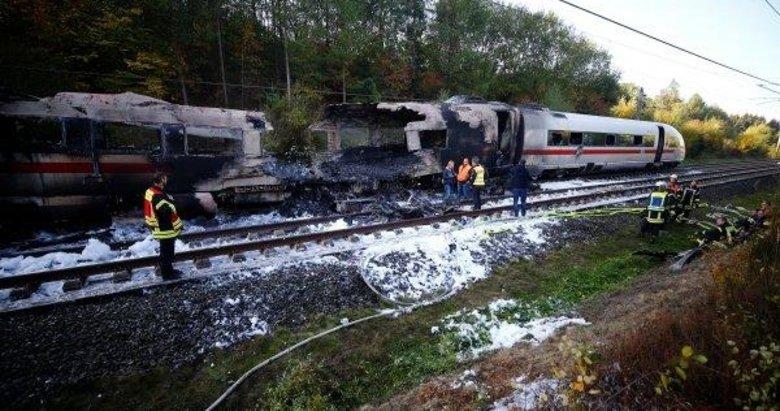 Almanyada hızlı tren Kölne giderken yolda kül oldu