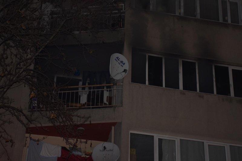İzmir'de korkutan yangın! 15 kişinin yaşadığı dairede...