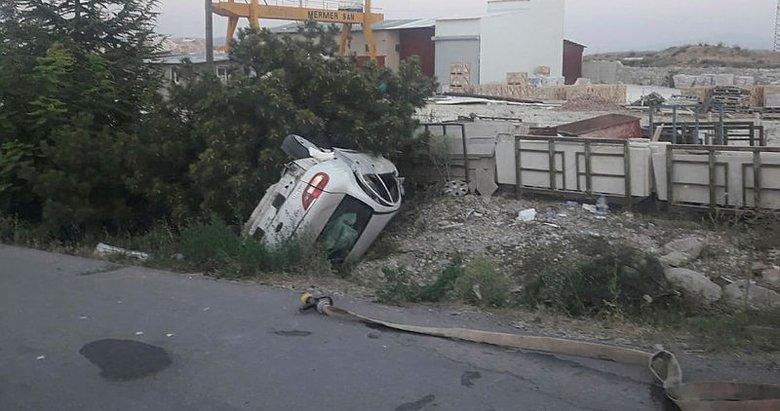 Lastiği patlayan otomobil devrildi: Yaralılar var