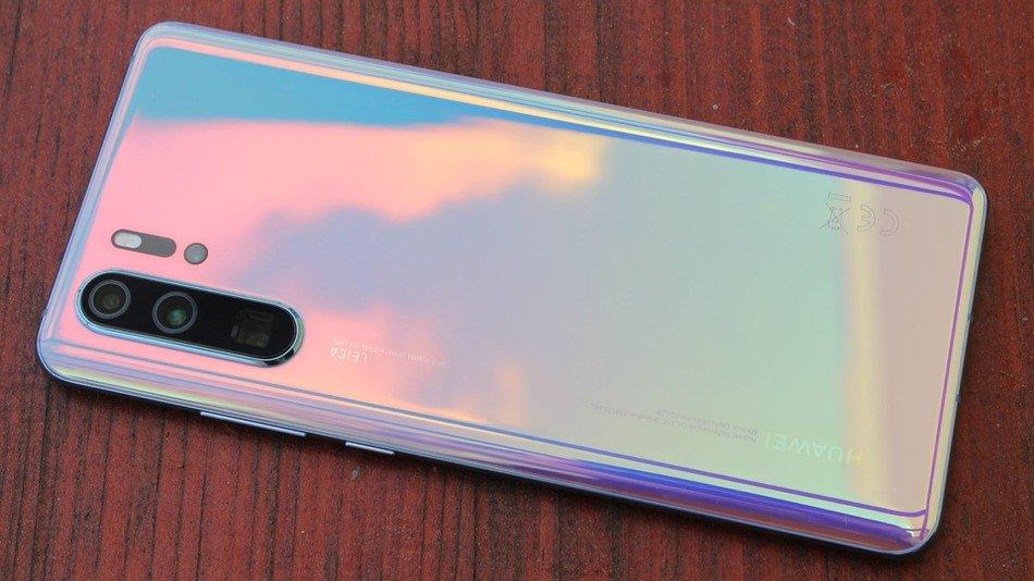 Google Huawei ile işbirliğini kesti! Huawei telefonlar güncelleme alacak mı?