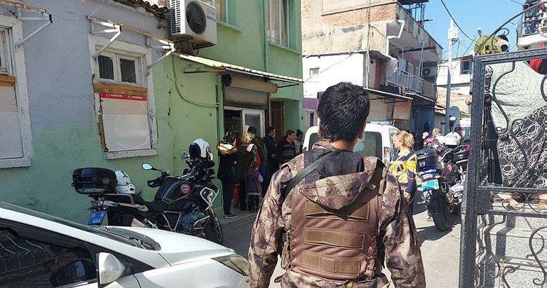 İzmir'de mahalle arkadaşlarının alacak verecek kavgası kanlı bitti