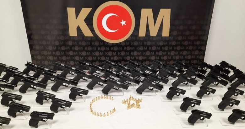 İzmir'de yasa dışı silah ticareti operasyonu: 4 gözaltı