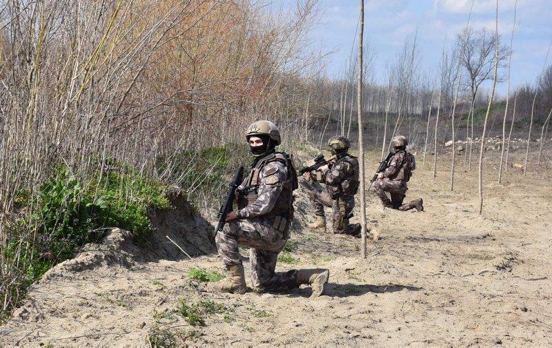 Özel harekat polisleri Yunanistan sınırında göreve başladı