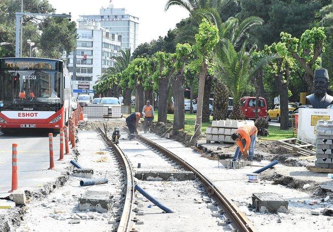 Tramvay inşaatı tarihi esere tosladı!