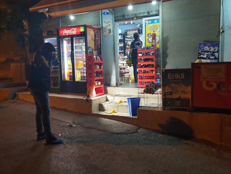 İzmir'de markette oturan kişi silahlı saldırıda ağır yaralandı