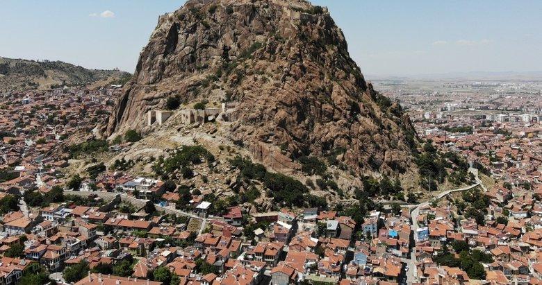 Karahisar Kalesi ziyaretçi akınına uğradı! Manzarayı seyretmek için 625 basamak çıkıyorlar
