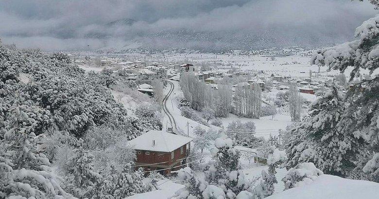Kışın neredeyse kar görmeyen Çameli'de Mart ayında kar yağdı
