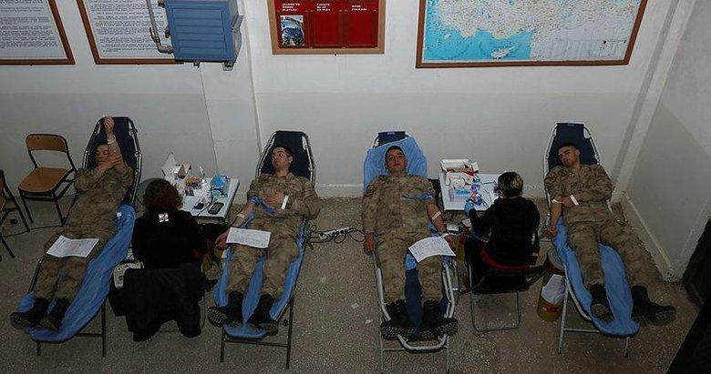 Foça'daki jandarma komandolar, kan bağışıyla da Türk milletinin yanında