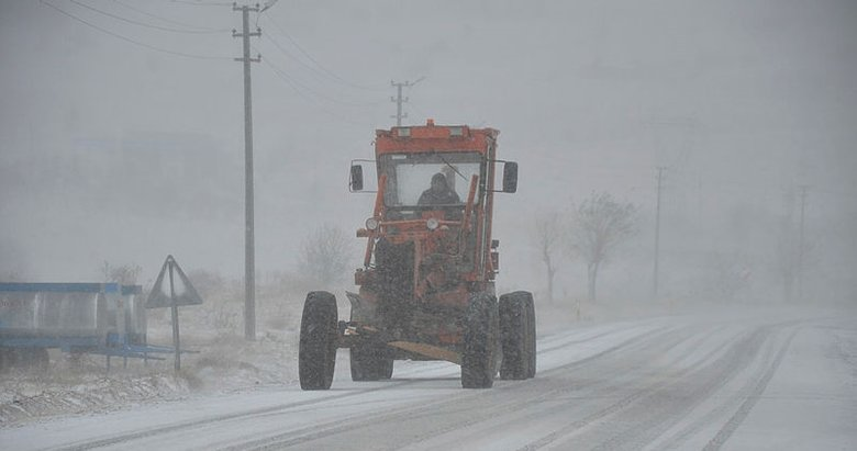 Manisa'da kar yağışı etkili oldu