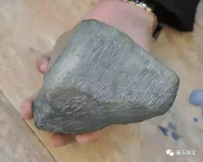 Sıradan bir taş sanıyordu! Gerçeği öğrenince...