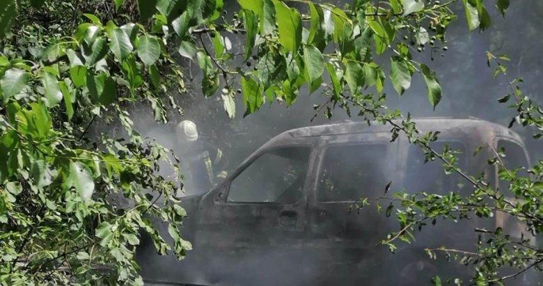 Manisa'da korkutan yangın! Spil Dağı Milli Parkı'nda seyir halindeki araç kül oldu
